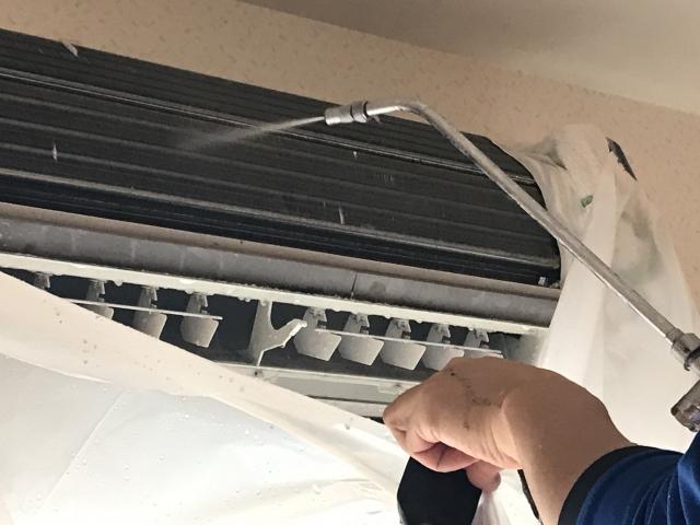 使っても使わなくてもエアコンは汚れます。