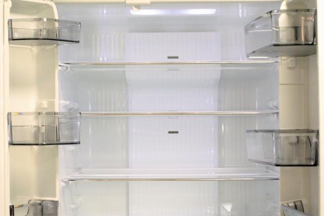前日までに冷蔵庫のコンセントを抜き、水抜きと霜取りを必ずすること!