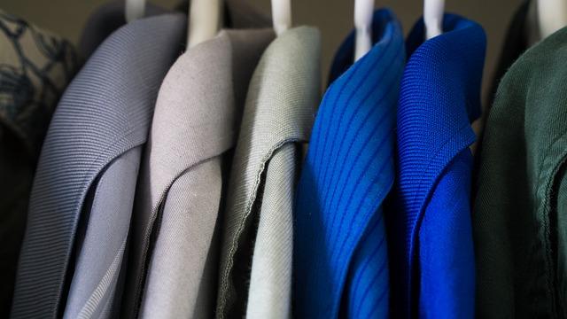 洋服は使用頻度に応じて荷造りの優先順位を決めていく