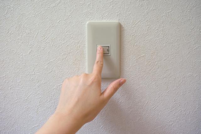 新居で電気が使えるか確認
