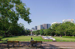 都内屈指の広さを持つ日比谷公園です。広々していて自然も多く、東京では珍しく、自然を感じられる貴重なスポットです。