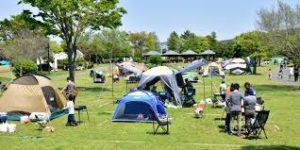 都会の外れにあり、キャンプ場を持つ公園です。ゴルフの打ちっ放し、釣りなどもできるので、大人のスポットとしても利用できる公園です。