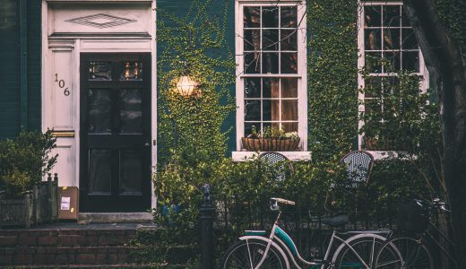 夏休み部屋を長く空ける時は、部屋の臭いの原因・対策